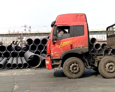 API-5L-X52M-PSL2-LSAW-steel-pipe-loading-to-container.jpg